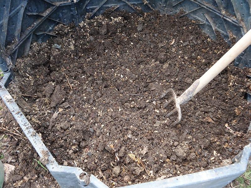 kompost, humus, zemina, hnojivo, vlastný kompost