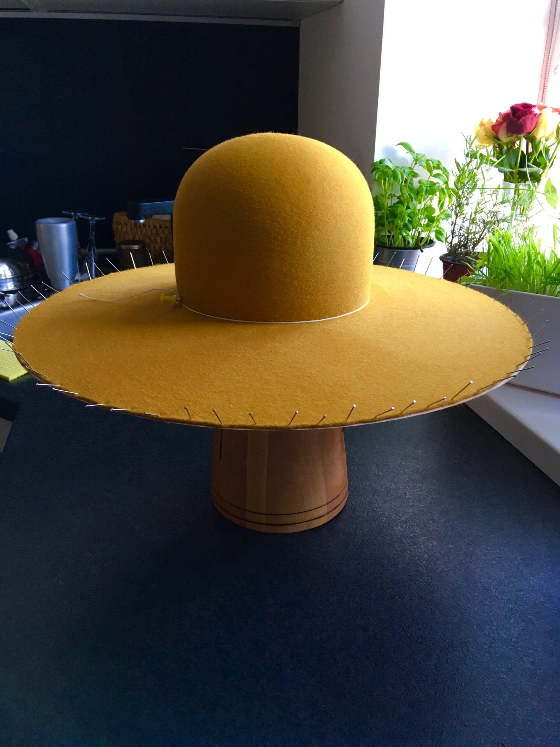 JRK tím Luckyn vyrobeny klobuk